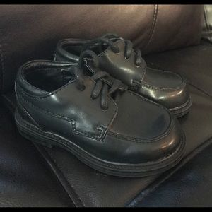 Size 5.5 Boys dress up shoes Cherokee brand new